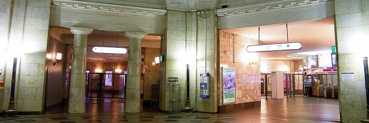 реклама в вестибюлях метро